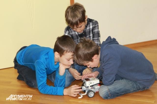 Ребятам в домашней школе больше всего нравится предмет робототехники!