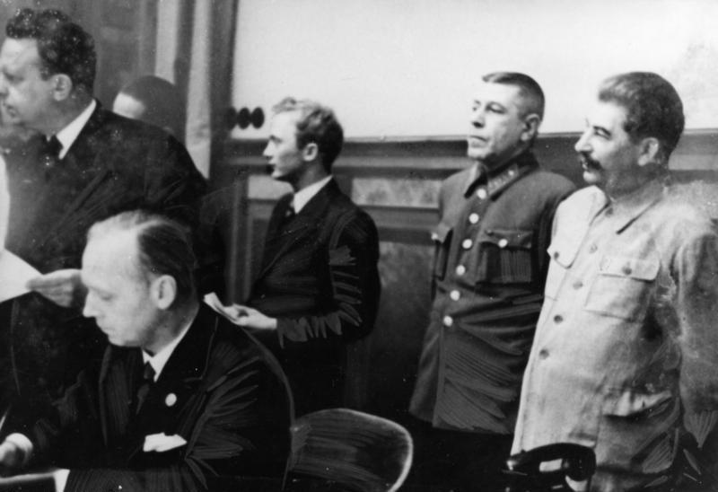 Риббентроп, Борис Шапошников и Иосиф Сталин, 1939 г.