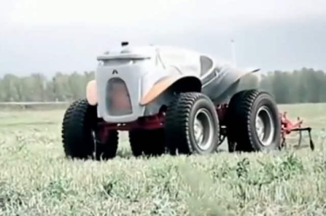 Вот такие сельскохозяйственные роботы отечественного производства уже год как пашут землю на рязанщине.