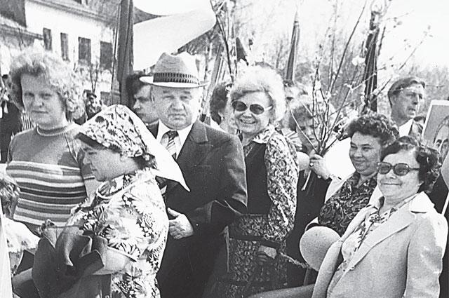 Татьяна Фёдоровна (в центре) всегда была дамой видной.