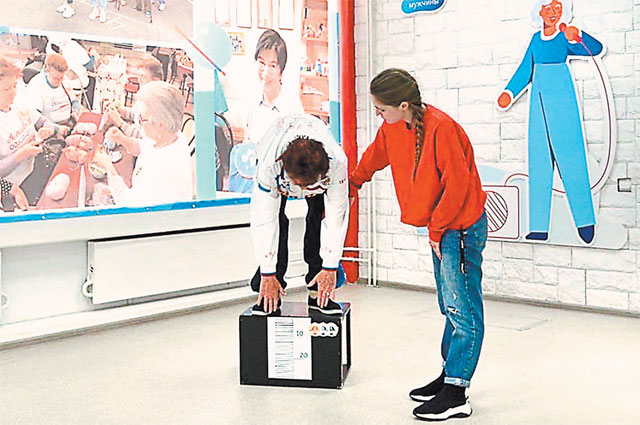 Результаты Татьяны Калашниковой: плавание 25 м – 2 мин. 30 сек., поднимание туловища из положения лёжа на спине – 33 повторения в мин., наклон вперёд из положения стоя с прямыми ногами на гимнастической скамье – 6 см ниже уровня скамьи.