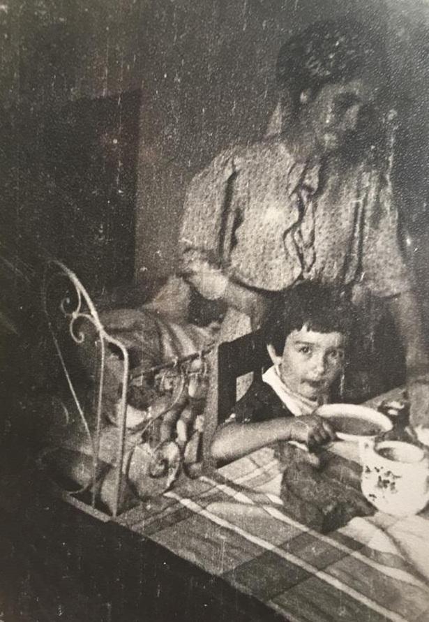 Аза Базоркина с мамой до войны.