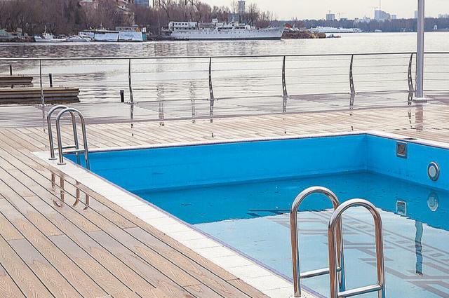 Бассейны оснащены подогревом, поэтому купаться можно ивпрохладные дни, и вечером.