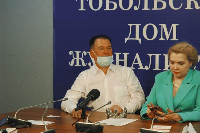 Организатор Рашид Хамзин и основатель института публичных выступлений и конфликтологии Ирина Баржак.