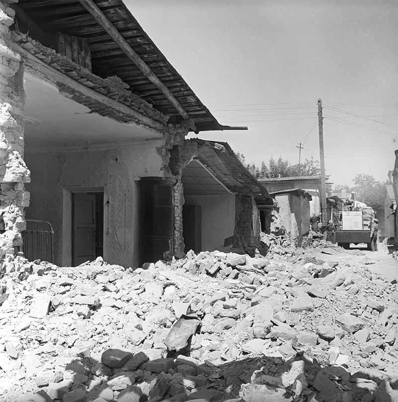 Землетрясение 1966 года в Ташкенте. На одной из улиц города.