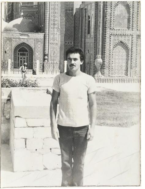 Сослуживец из Татарстана Азат Фархутдинов на фоне Голубой мечети.