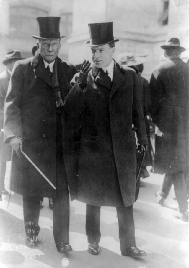Джон Рокфеллер с сыном в 1915 году