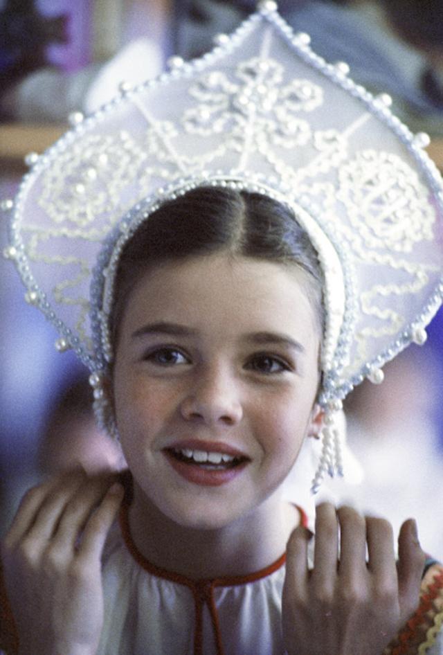 Саманта Смит в национальном костюме, сшитом для неё ребятами кружка прикладного искусства Московского дворца пионеров