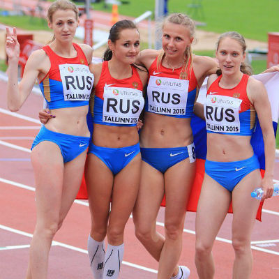 Татьяна Зотова (вторая слева)