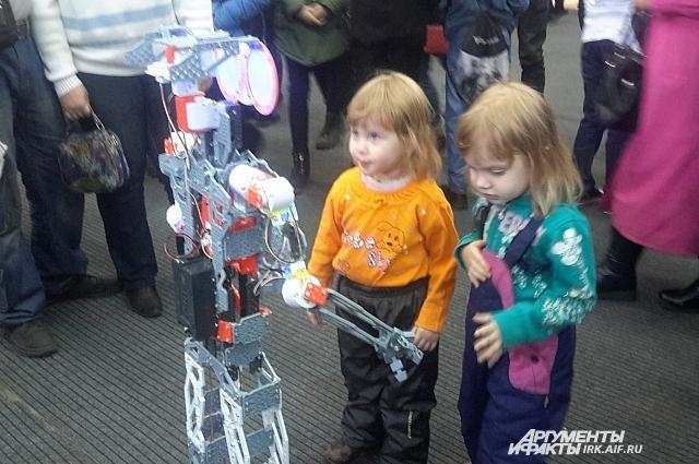 На научном фестивале дети не скучали.