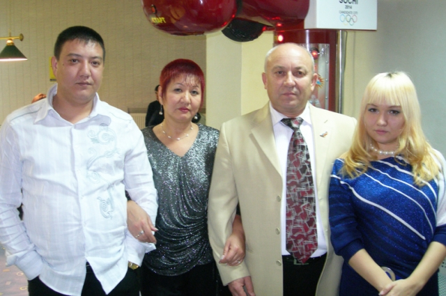 Саппара и Василий Кияевы с детьми Никифором и Еленой.