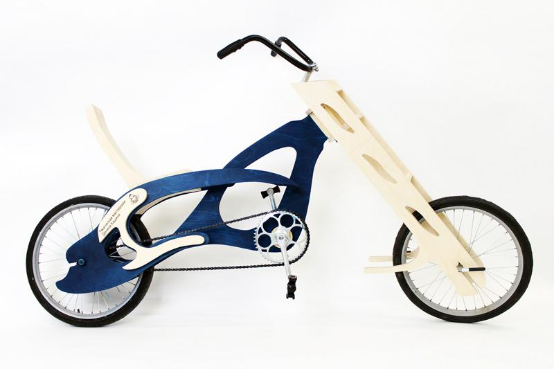 Первую модель деревянного велосипеда Денис Кашин выпустил в конце прошлого года.