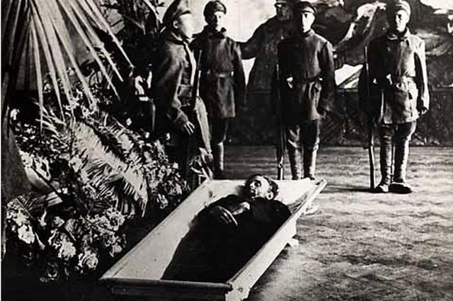 Похороны Джона Рида в Москве, 1920 год.