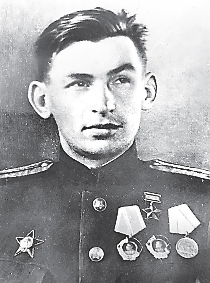 Звезду Героя Василий получил в1943 г.