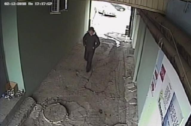 Убийца направляется к дому бизнесмена.