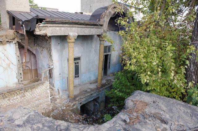 Дом в Тегеране на улице Баге-Ильчи, где произошла трагедия.
