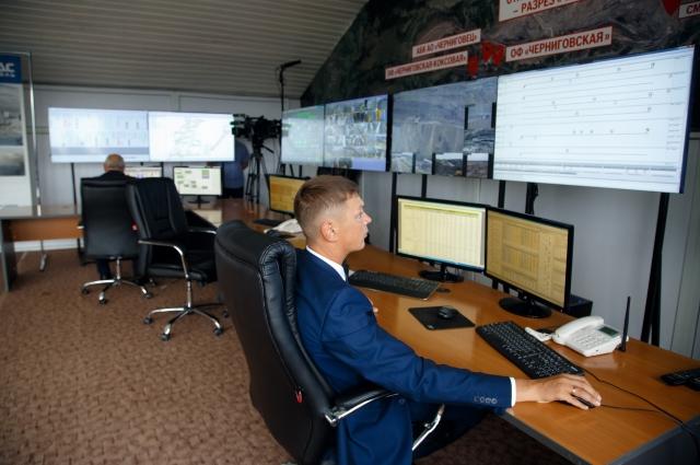 В едином диспетчерском пункте разреза «Черниговец» современные рабочие места, оборудованные по последнему слову техники.