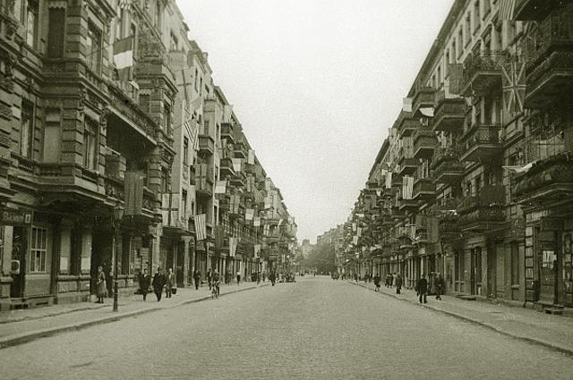 Улица Берлина в день подписания акта о капитуляции Германии