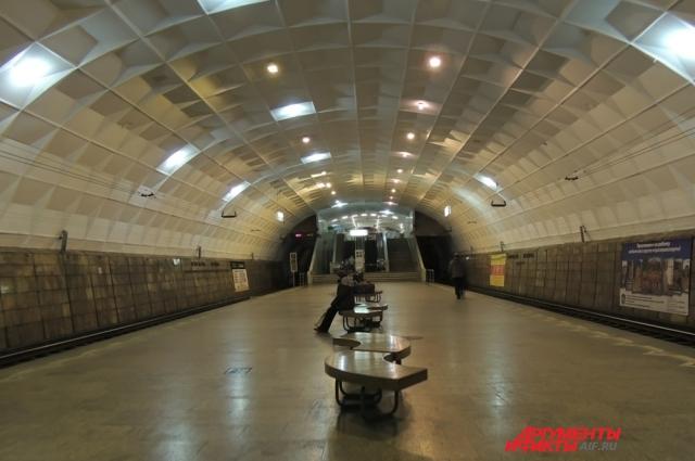 Станция Площадь Ленина считалась на момент своего открытия (1984 год) одним из самых больших подземных сооружений в стране