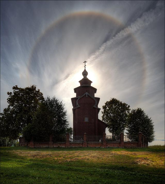 Гало над Церковью Иона Богослова. 2014 год