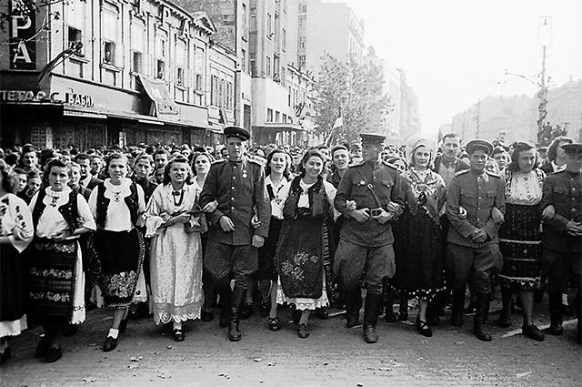 Борьба с общим врагом объединяет славян. Белград, 1944 г. Так встречали наших воинов