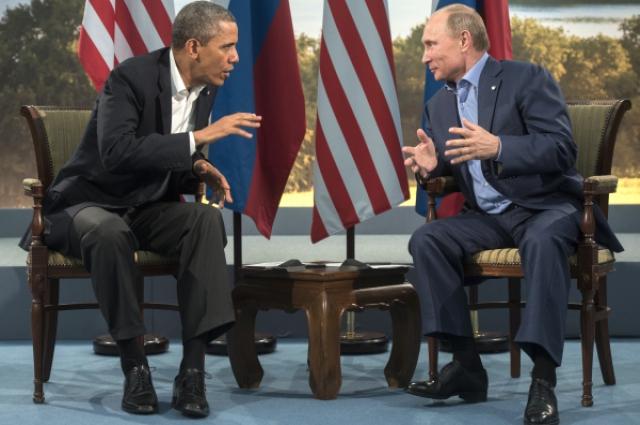 Президент России Владимир Путин (справа) и президент США Барак Обама во время встречи в рамках саммита G8 в Северной Ирландии.