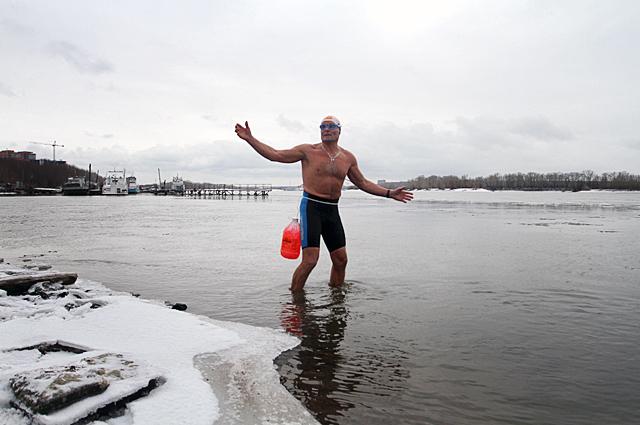 Вода в Оби около 3 градусов.