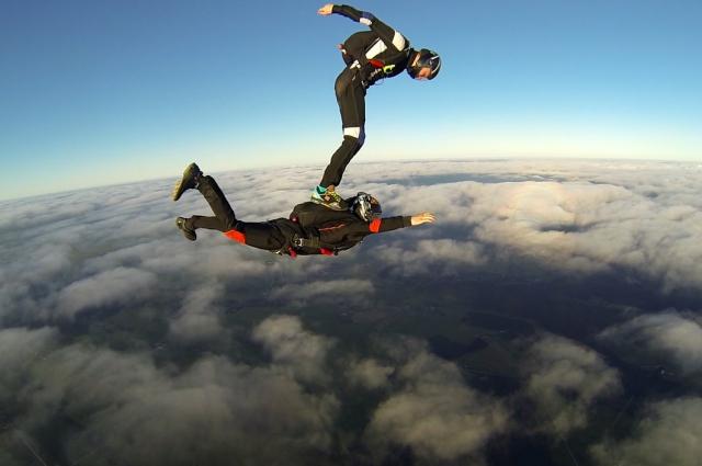 Вне аэротрубы Волков много раз прыгал с парашютом.