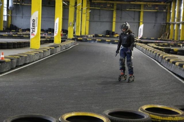 Артем с друзьями тренировались ездить на подземном паркинге.