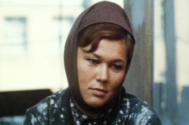 Люсьена Овчинникова в фильме «Мама вышла замуж».