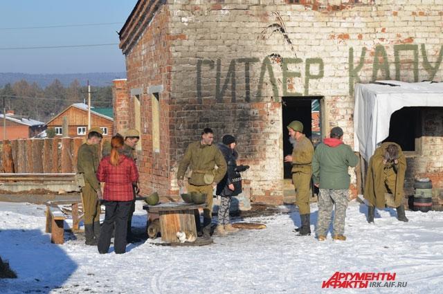 Съемки проходили в заборошенныъ зданиях  гарнизона Пивоварихи.