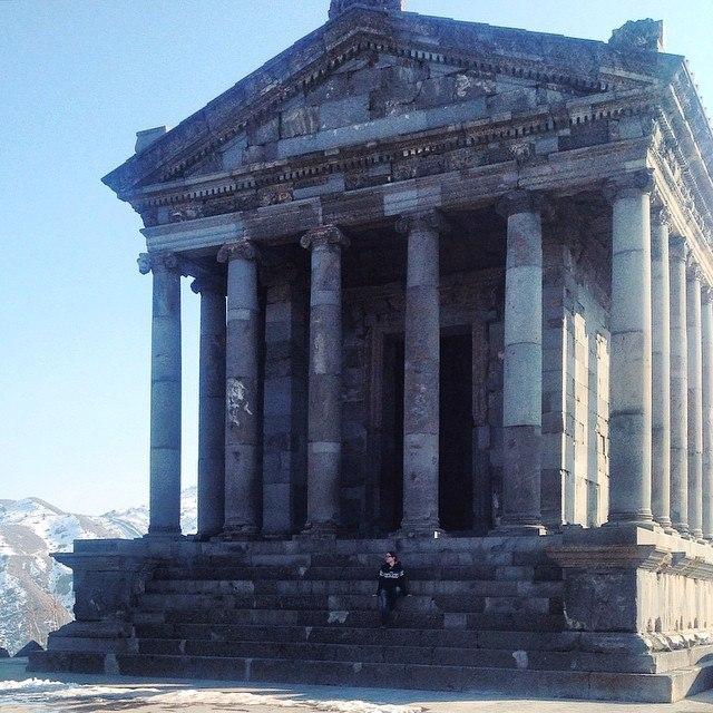 В результате сильного землетрясения в 1679 г. храм был почти полностью разрушен, его восстановили в 1966—1976 г.