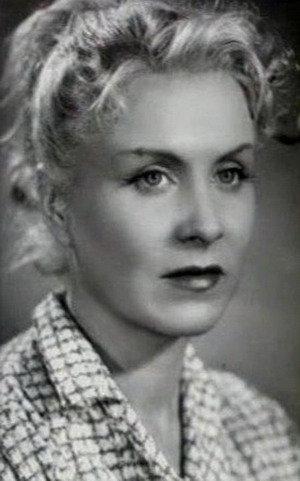 Ходили легенды, что Назарова очень богата, что у неё немерено бриллиантов.