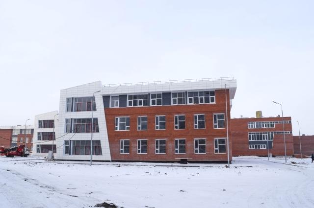 В сентябре в микрорайоне откроет свои двери самая большая школа на 1275 мест.