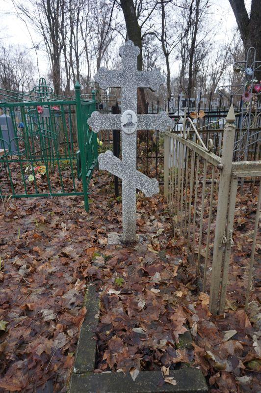 За могилой телеграфиста Кузнецова ухаживает по сути чужой ему человек из другого города.