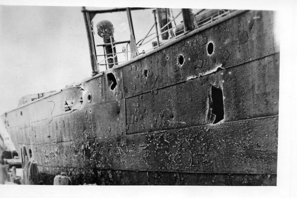 Корабли вели и под огнём войны.