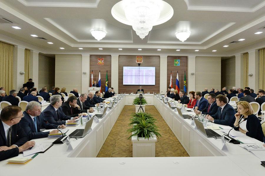 В здании районной администрации прошло заседание правительства Воронежской области.