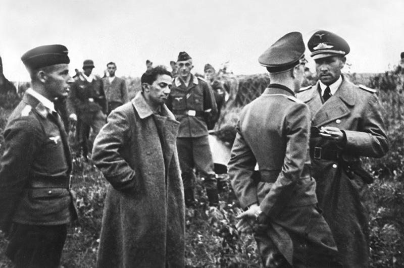 Захваченный в плен Яков Сталин
