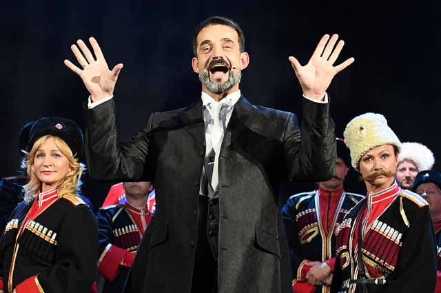 Дмитрий Певцов во время празднования 85-летия Марка Захарова в театре «Ленком» в Москве. 2018 г.