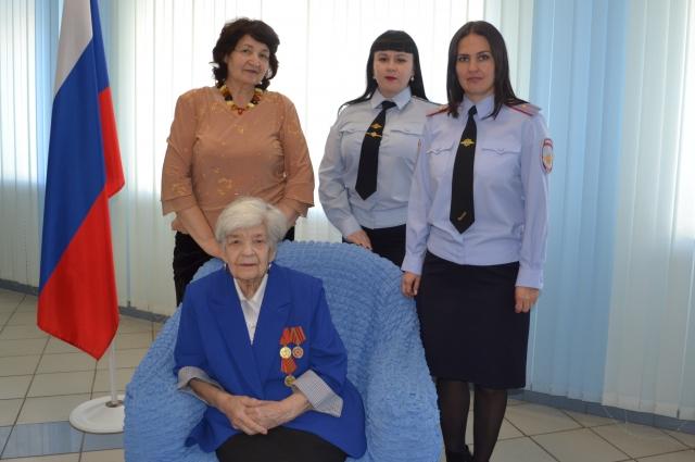 Торжественное вручение паспорта гражданина РФ.