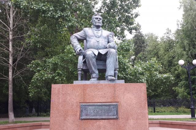 Памятник Андрею Текутьеву. Текутьевский бульвар.
