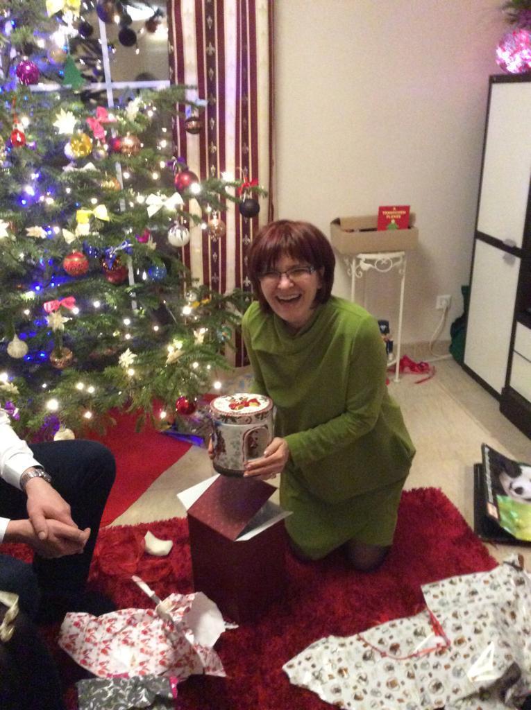Лилия готовит подарки