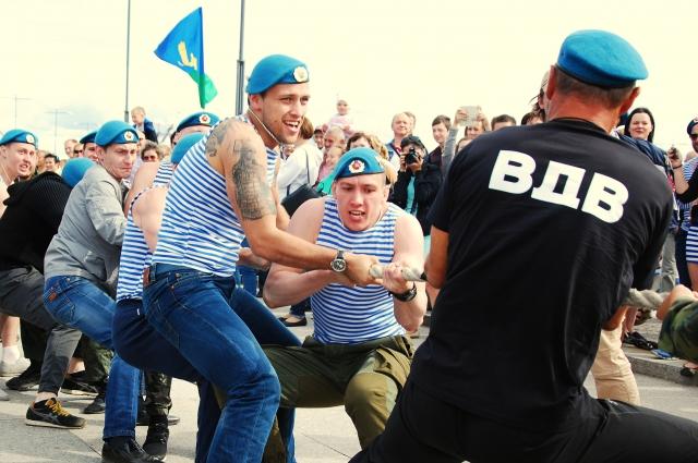 «Бретонские рубашки» стали частью формы и российских воздушно-десантных войск.