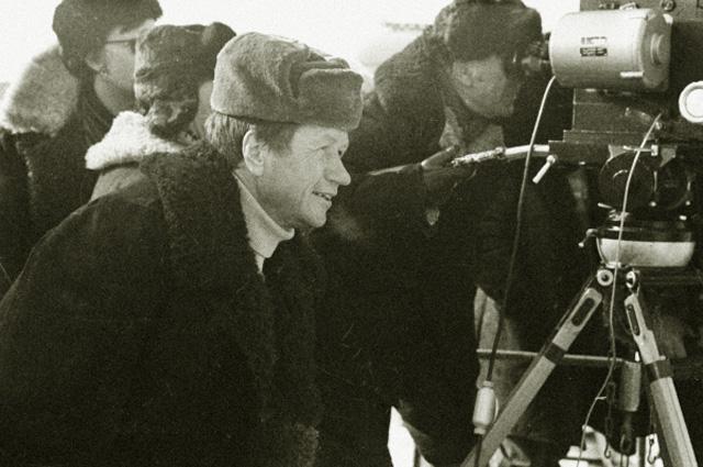 Леонид Быков на съемках своего фильма Аты-баты, шли солдаты