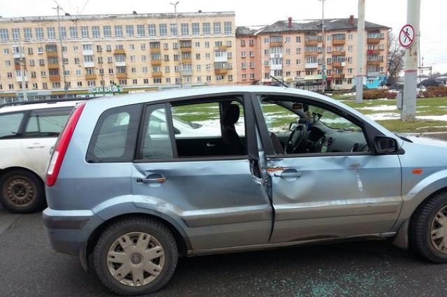 Водитель автомобиля нарушил правила дорожного движения.