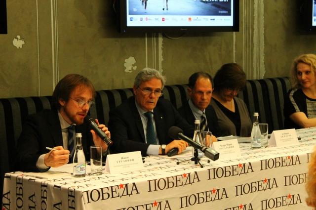 Паоло Грузовин, переводчик, Мария Чезаре Рагальини, посол Италии в РФ, Альберто ди Мауро, исполнительный директор кинофестиваля, Симонетта Феррарио.