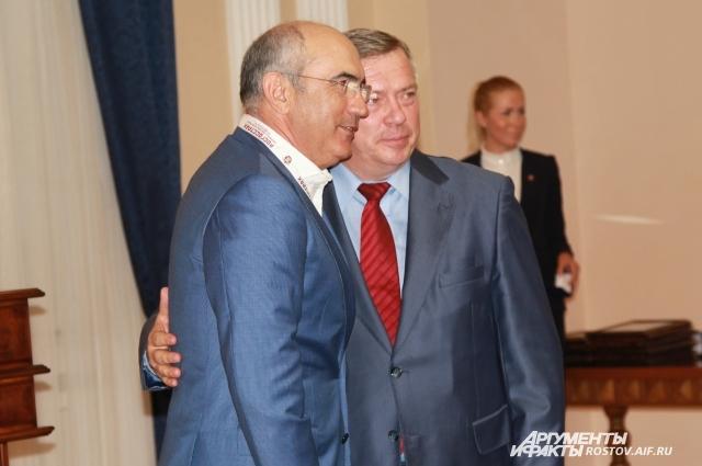 После церемонии награждения Бердыев и губернатор больше часа разговаривали «по душам».