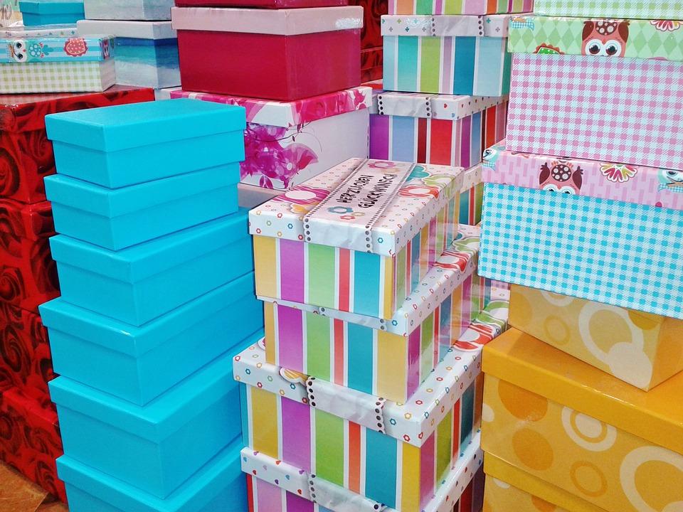 Для удобства хранения вещей можно использовать всевозможные короба, пакеты и чехлы.