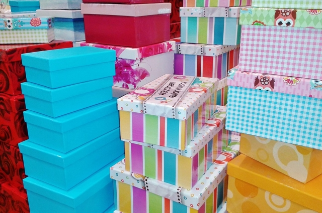 В коробки или на полочки гардероба - решать вам.
