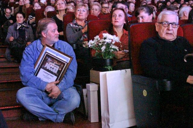 Наталия Гугуева (в центре) получила главный приз фестиваля «Россия» за картину «Форсаж. Возвращение».